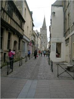Rue des cuisiniers and Notre-Dame 11th century Cathedral (cross-street)