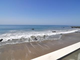 Large 3+3 Malibu Oceanfront Home on Private Beach, Malibú