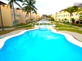 Fully Furnished 3 Bed 3 Bath Condo Next to La Isla, Acapulco