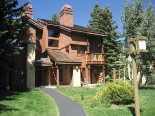Snowcreek Condo  3 BR + Loft, 2.5 Bath January Specials!!, Mammoth Lakes