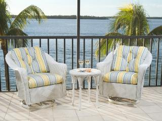 Beautiul BeachfrontCondo at Sanibel Harbour Resort, Fort Myers