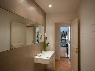 TIBER NICOSIA: luxury 2 bedrooms, next to Navona, Rome