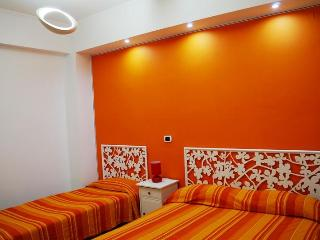 Colorful apartment 3 mins walk to stunning beach!, Terracina