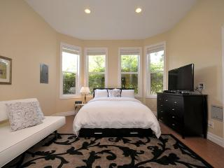 Luxury Suite in Rockland Area Near Downtown, Victoria