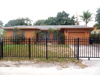 5/2 house 3 Miles Ocean Sunny Isles Southbeach, North Miami Beach