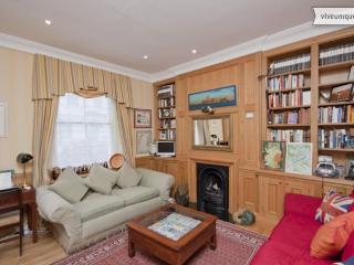 Charming 2 bed Townhouse, near Sloane Sq + Buckingham Palace, Londres