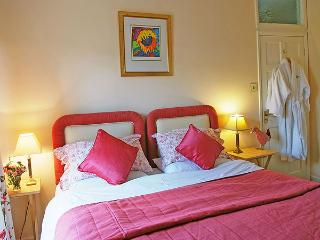 Riding Farm Cottage 4 Star Gold - Master Bedroom with shower ensuite