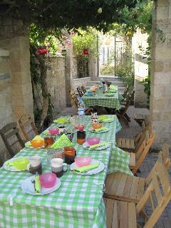 Breakfast for smaller groups, outside in the garden