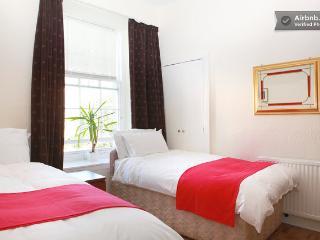 2or 3 bedrooms apartment St Mary's street free par, Edimburgo