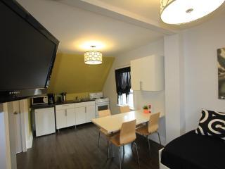 The Great Gerrard - Mona Lisa Suite, Toronto