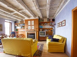 3 bedroom Italian Lakes apartment with lake views