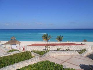 Cancun Solymar Beachfront Studio in Hotel Zone