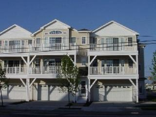 SAVE $250/week North Wildwood 2 BLOCKS to BEACH