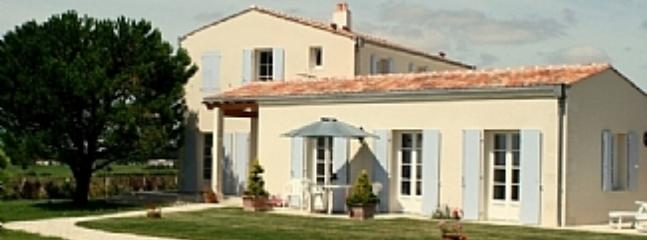 Mortagne sur Gironde,cottage for 2,amazing sea views,heated pool, close beaches