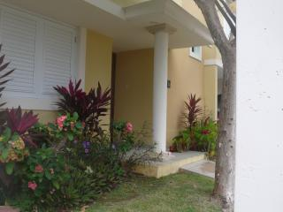 Tropical Beachfront Vacation Condo, Fajardo