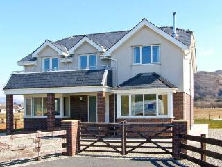 AWELFOR, beautiful sea and mountain views, dog-friendly, in Fairbourne, Ref