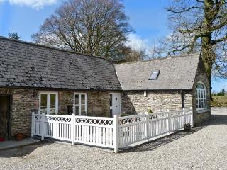 ROSEMOUNT COACH HOUSE, multi-fuel stove, great family cottage, ground floor