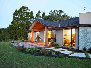 Black Fern Matakana Luxury Accommodation overlooking Ascension Estate