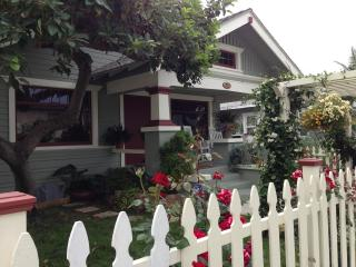 Charming Bungalow 1/2 Mile from the Beach, Long Beach