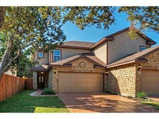New Luxury Home - Study, 2 Car Garage, Fenced Yard, Austin