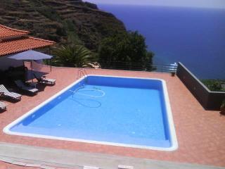 Casa do Pilrão com piscina privada e aquecida, Arco da Calheta