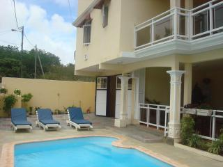 VILLA T-TO AIRPORT-BREAKFAST-AND 4 EXCURSION  PER, Grand Baie