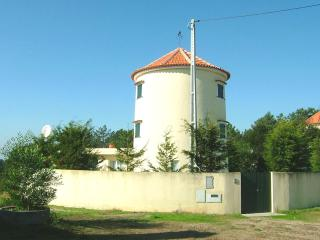 Cozy 3bd former windmill in nice countryside area