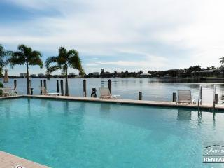Completely renovated, sitting on Smokehouse Bay area, Marco Island