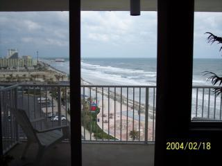 Beach WALK to Entertainment District and back !, Daytona Beach