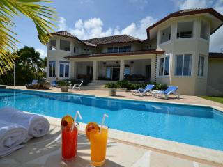 Villa Fiesta DR with Ocean View/Sleeps 6 couple, Sosúa