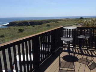 Seaside Studio - Ocean Views in Mendocino Village
