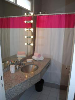 Main bathroom 1/2
