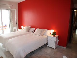 WONDERFUL AND SPACIOUS APARTMENT, NEAR THE RIVER, Sevilla