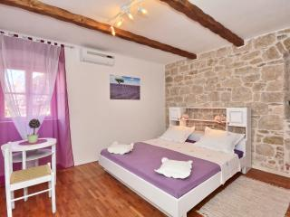 AUTHENTIC apartment in STONE VILLA in OLD TOWN (1), Split