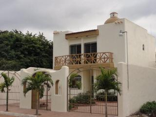 Private Home 4 Bedroom 4 Bath, Jacuzzi, Terrace, Rincon de Guayabitos
