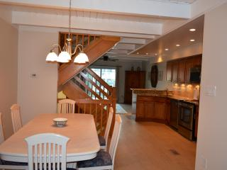 Remodeled 4 Bdrm Townhouse Steps to Private Beach!, Bethany Beach