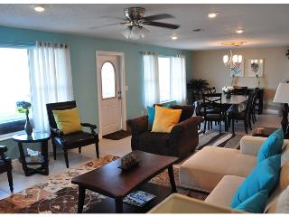 Call For Fall $pecials - Vacation Home - Med Villa, Daytona Beach