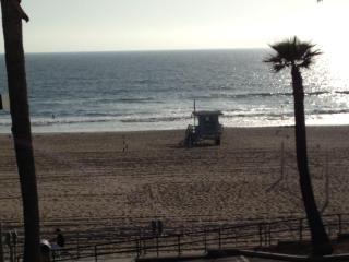 Charming Beachfront on The Strand ...Steps to the, Manhattan Beach