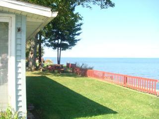 Lake Ontario Cottage-60 mins Niagara Falls     #BL, Lyndonville