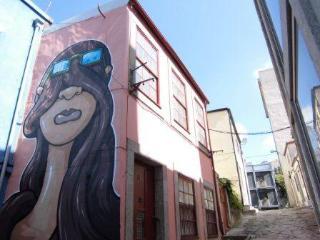 Sunny rooms in city centre, free WiFi, cable tv, Porto
