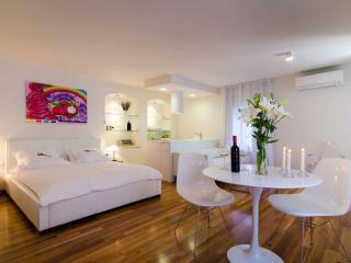 Divota apartment hotel - Deluxe studio/balcony 302, Split