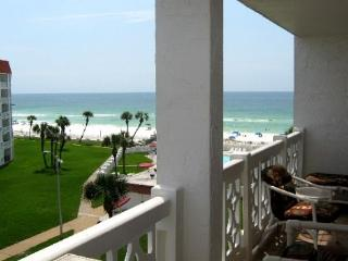 Gulf Front Building for this 2 bed, 2 bath - Nice Beachview Condo, Fort Walton Beach