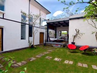 SAKAWESI, Stunning Duplex Pavilions, Sukawati
