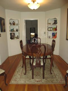 Dining room seats 6