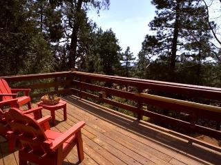 Relax at Patti's Treehouse in the Pines of Idyllwild