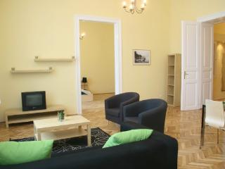 Jozsef Classic Apartment - Up to 9 Guests, Budapeste