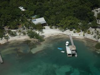 Casa de Playa, Now with WiFi! Feb Special: 20% off, Utila