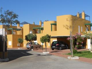 House close to the beach/ Adosado en Costa Ballena