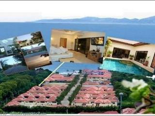 Villa with swimming pool on the beach in Pattaya