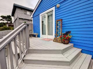 Dog-friendly house w/private hot tub & enclosed yard close to the beach